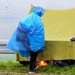 Bőrig ázott menekültek dideregnek továbbra is Szlovénia és Horvátország között