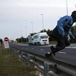 Épül már a migránsfogó fal Calais-nál