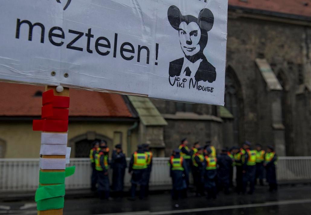 Ez a zárókép - Nem tetszik a rendszer tüntetés a Szabad Sajtó úton - Millás tüntetéssorozat