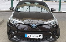 8 milliót ér egy ilyen Toyota, amit épp ki akartak lopni az országból
