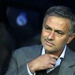 A foci tele van Einsteinekkel: kibukott kritikusaira José Mourinho