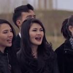 Németek, norvégok és kazahok éneklik a Tavaszi szelet – videó