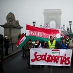"""""""Nettó bérem 84 000, jövőre 74 200"""" - több ezer fővel tüntettek a szakszervezetek"""