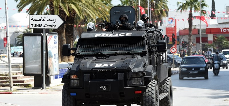 Felrobbantotta magát egy bekerített terrorista Tuniszban, hogy elkerülje a letartóztatást
