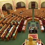 Fotó: ennyi képviselőt érdekel a közoktatási vitanap a Parlamentben