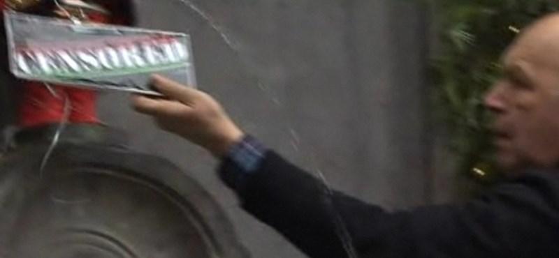 Videó: ki vette le a cenzúratáblát a brüsszeli pisilő kisfiúról?