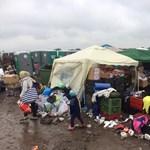 Helyzet van Röszkén: tüntető menekültek ültek a teli buszok elé