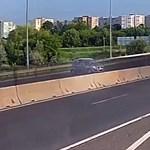 Mi van ezzel az autóssal a Szentendrei úton? Szembefordult a forgalommal – videó