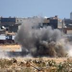 Elfoglalták Kadhafi rezidenciáját a líbiai felkelők