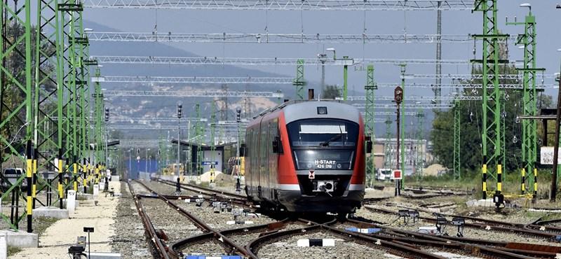 Kilométerenként 2,5 milliárdért újítanak fel egy vasúti szakaszt