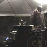Ez a DJ igazán tudja hogyan kell zúzni (videó)