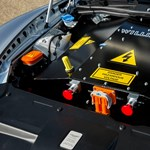 Gyászos hír: az Aston Martin kukába dobja a V12-t, és villanymotorra vált