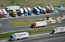 Elfogadták azt a szabályozást, amely kiszoríthatja a magyar kamionosokat az uniós piacról