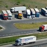 A kéthetes hatósági karantén miatt a fuvarozók szerint összeomolhat az európai ellátás