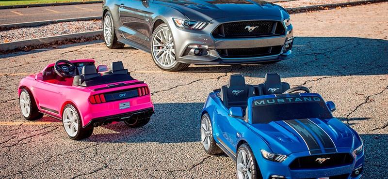 Még kipörgésgátló is van a gyerek-Ford Mustangban – videó