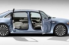 Valami Amerika: széttárulkozó ajtókkal támad a Lincoln luxuslimuzin, félhet az S-osztály?
