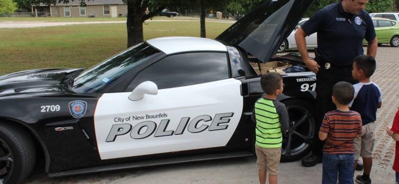 Drogdíler sportkocsijából lett rendőrautó