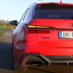 Komoly sportkocsikat utasít maga mögé az 1001 lóerős kombi Audi RS6