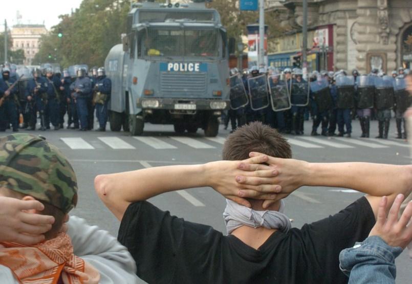 Los manifestantes recibieron una indemnización en 2006 debido al fracaso de cientos de policías heridos