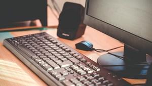 Romániában már több mint 3000 iskolában zajlik kizárólag online az oktatás