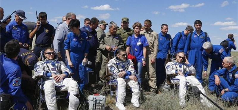 Visszatért 186 nap után három űrhajós, itt vannak róluk az első fotók