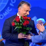 """""""Orbán olyan dolgokat tesz a magyar demokráciával, amelyekről a lengyel jobboldal álmodni sem mer"""""""