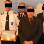 Kétes értékű kortárs festményekkel jutalmazzák a rendőröket