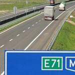 Kigyulladt egy autó az M7-en, félpályás lezárásra kell számítani