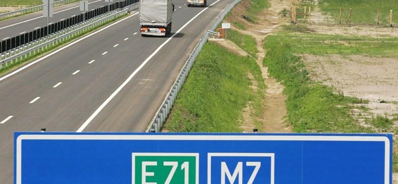 Halálra gázoltak egy gyalogost az M7-es autópályán