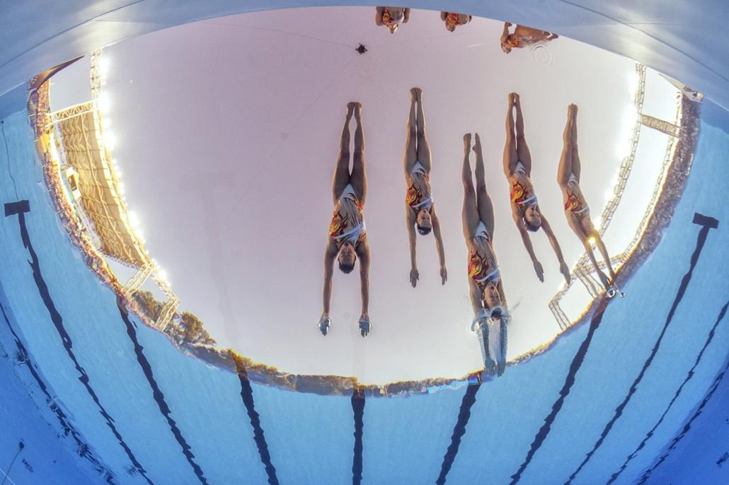 epa.17.07.19. - A kanadai csapat a szinkronúszás szabadgyakorlatának selejtezőjében a Városligetben 2017. július 19-én. - fina vizes vb
