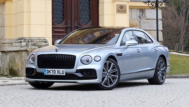 Amikor a 112 millió forintos a spórolós verzió: Bentley Flying Spur V8 teszt