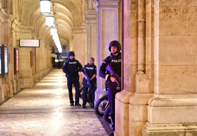 Lövöldözés tört ki Bécsben egy zsinagógánál